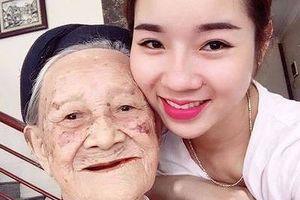 Cụ bà 103 tuổi nói chuyện với chính mình trong gương là ai?