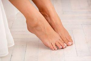 Vì sao chân bạn lại có mùi hôi hơn người khác?
