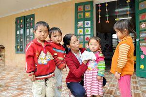 Chào mừng ngày Nhà giáo Việt Nam: Chuyện về cô giáo nghèo và 4 em nhỏ ở vùng sâu