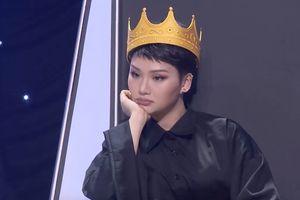 Đội vương miện lên sân khấu, Miu Lê bị chê hát yếu ớt và hời hợt