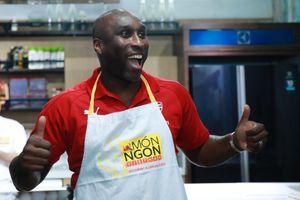 Huyền thoại Arsenal ấp ủ giấc mơ làm chủ nhà hàng Việt Nam