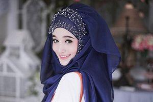 'Hot girl Hồi giáo' trùm đầu kín mít vẫn xinh đẹp rạng ngời