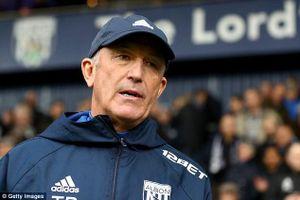 Thêm huấn luyện viên ở Premier League bị sa thải