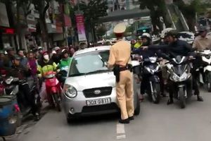 Vụ nữ tài xế 'ủi' CSGT: Phạt ít nhất 5 triệu đồng