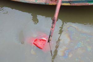 Đang tìm tài xế mất tích trên chiếc ôtô dưới lòng sông