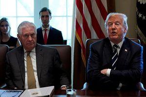 Vì sao hàng loạt quan chức thân tín 'rời bỏ' Tổng thống Trump?