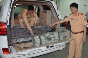 CSGT kể phút bắt nóng ô tô biển 'khủng' Lào chở 100 bánh heroin