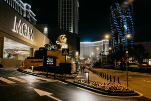 Có gì bên trong khu nghỉ dưỡng sòng bạc cho giới trung lưu ở Macau?