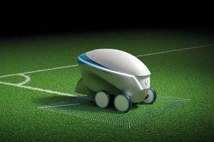 Nissan sản xuất cả robot tự hành để vẽ sân bóng đá