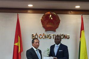 Thứ trưởng Cao Quốc Hưng tiếp Bộ trưởng Bộ Thương mại, Du lịch và Thủ công nghiệp Ghi-nê Bít-xao