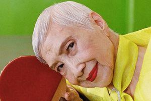 Người mẫu già xuất hiện sinh động trong bộ ảnh thời trang sắc màu