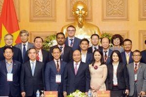 Thủ tướng Nguyễn Xuân Phúc làm việc với đoàn đại biểu dự Diễn đàn cấp cao về công nghệ 4.0