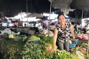 Hà Nội: Mưa lụt cả tuần, thực phẩm chỉ tăng nhẹ