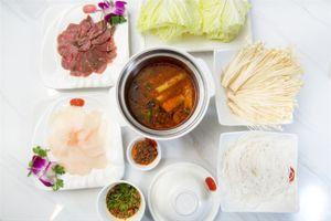 Đầu bếp Võ Quốc chia sẻ công thức nấu món lẩu Tứ Xuyên ngon miệng