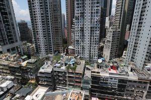 Dân nghèo chen chúc trong căn hộ siêu nhỏ tại khu xa hoa Hong Kong