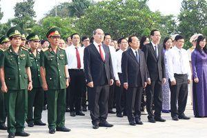  Lãnh đạo TP.HCM dâng hương tưởng nhớ các anh hùng liệt sĩ