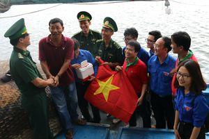'Tiếp lực' cho ngư dân bám biển