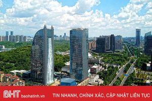 Thác nước cao 108m đổ xuống từ tòa nhà chọc trời Trung Quốc