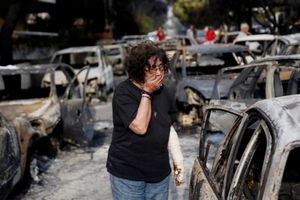 Cảnh tan hoang sau vụ cháy dữ dội tại Hy Lạp