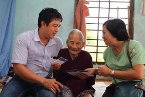 May Nhà Bè thăm và tặng quà Mẹ Việt Nam Anh hùng