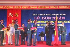Ban Tuyên huấn Khu ủy Khu V đón nhận danh hiệu 'Anh hùng Lực lượng Vũ trang Nhân dân' do Chủ tịch nước trao tặng