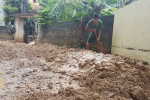 Thấp thỏm sống dưới 'bom bùn'