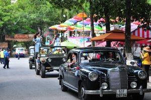 Mãn nhãn hàng trăm xế cổ tụ hội cuối tuần tại Sài Gòn
