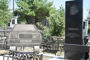Những ngôi mộ nguy nga tráng lệ của trùm mafia Nga?