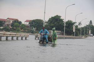 Thủy điện Hòa Bình xả lũ, đường ngoại thành Hà Nội ngập thành sông