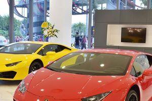 Lamborghini và Bentley mang siêu xe, xe sang trưng bày tại SG