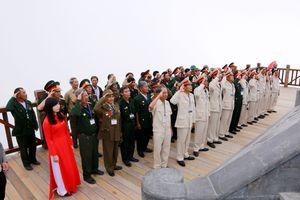 Những hình ảnh linh thiêng và cảm động tại Lễ thượng cờ trên đỉnh Fansipan