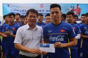 Người hâm mộ 'truyền lửa' cho Tuyển U23 Việt Nam trước Cup VinaPhone 2018
