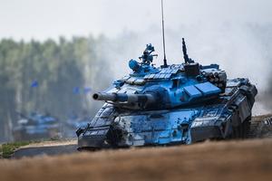 Chạy tuột cả xích, xe tăng Nga vẫn băng băng về đích
