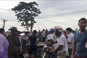 Ô tô bị tàu hỏa tông làm 4 người thương vong