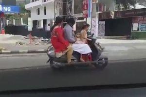 Bé gái 5 tuổi chở cả nhà trên xe máy, phóng vun vút trên đường