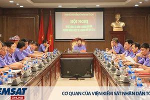 Đảng ủy VKSND tối cao triển khai công tác 6 tháng cuối năm và trao tặng Huy hiệu Đảng