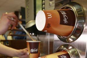 McDonald bán nhầm nước rửa cốc thành cà phê sữa cho thai phụ