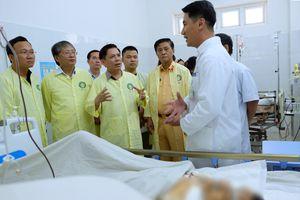 Hai bệnh nhi sống sót trong vụ tai nạn xe rước dâu được chuyển viện