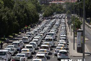 Chính phủ Tây Ban Nha nhất trí kiểm soát các dịch vụ đặt xe trực tuyến