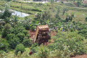 Đắk Nông: Xe ben lao xuống vực sâu, tài xế tử vong