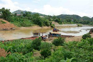 Sông Chảy quằn quại vì vấn nạn tàu cuốc 'móc ruột'