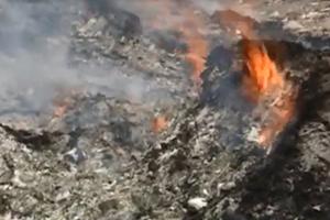 Ngang nhiên đốt rác thải công nghiệp trên QL1A Lạng Giang (Bắc Giang) gây bức xúc