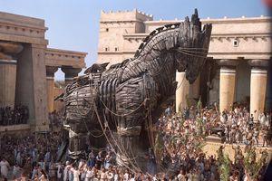 Nước nào dùng kế ngựa gỗ đánh bại 100.000 quân đối phương?