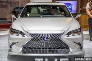 Cận cảnh Lexus ES 2019 đầu tiên cập bến Đông Nam Á