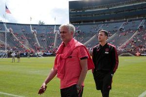 Làm sao Mourinho có thể than vãn sau khi M.U đã chi 302 triệu bảng mua cầu thủ?