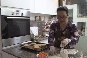 Món ngon: Cùng chuyên gia làm bánh trung thu chay mùa Vu Lan