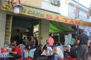 Người Sài Gòn đông nườm nượp ăn bánh canh bán cả tạ/ngày vùng ngoại ô