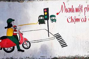 Thanh niên tuyên truyền giao thông bằng con đường bích họa