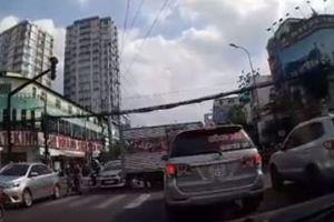 clip: Xe tải quay đầu ẩu suýt gây tai nạn nghiêm trọng