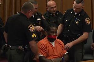 Liên tục cãi quan tòa, bị cáo bị dán băng dính vào miệng